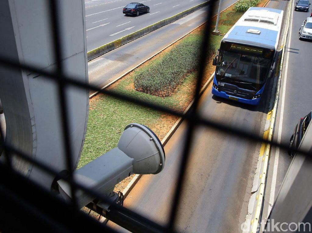 Kendaraan Luar DKI Masih Bebas E-TLE, Begini Cara Polisi Menilangnya
