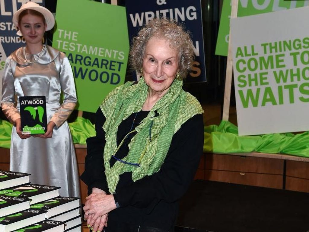 Siapa Bibi Lydia Diungkap di Sekuel Novel The Handmaids Tale
