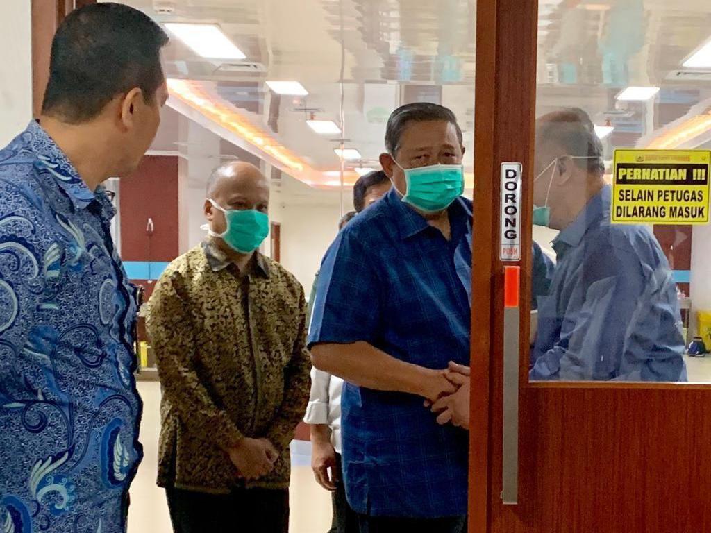 Video Menkes, Anies Baswedan hingga SBY Jenguk Habibie di RSPAD