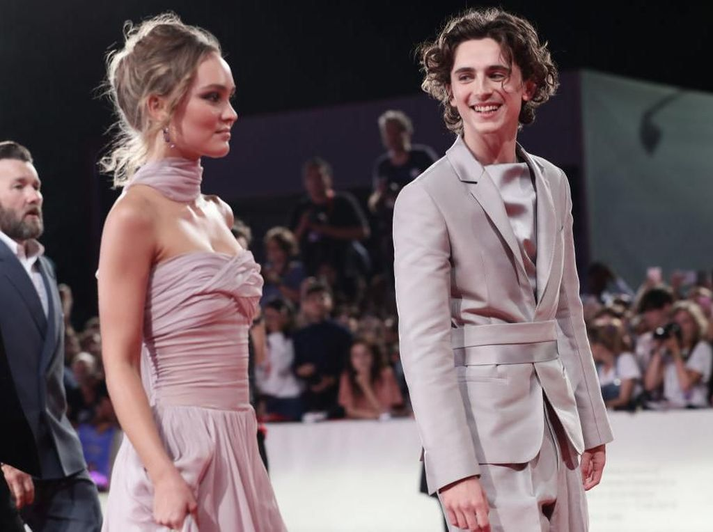 Makin Hot! Timothee Chalamet Kepergok Ciuman dengan Putri Johnny Depp