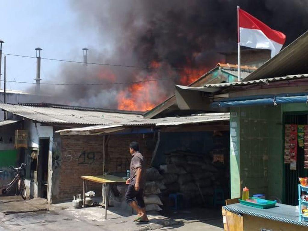 Pabrik Tiner di Kalideres Terbakar, 15 Mobil Damkar Dikerahkan