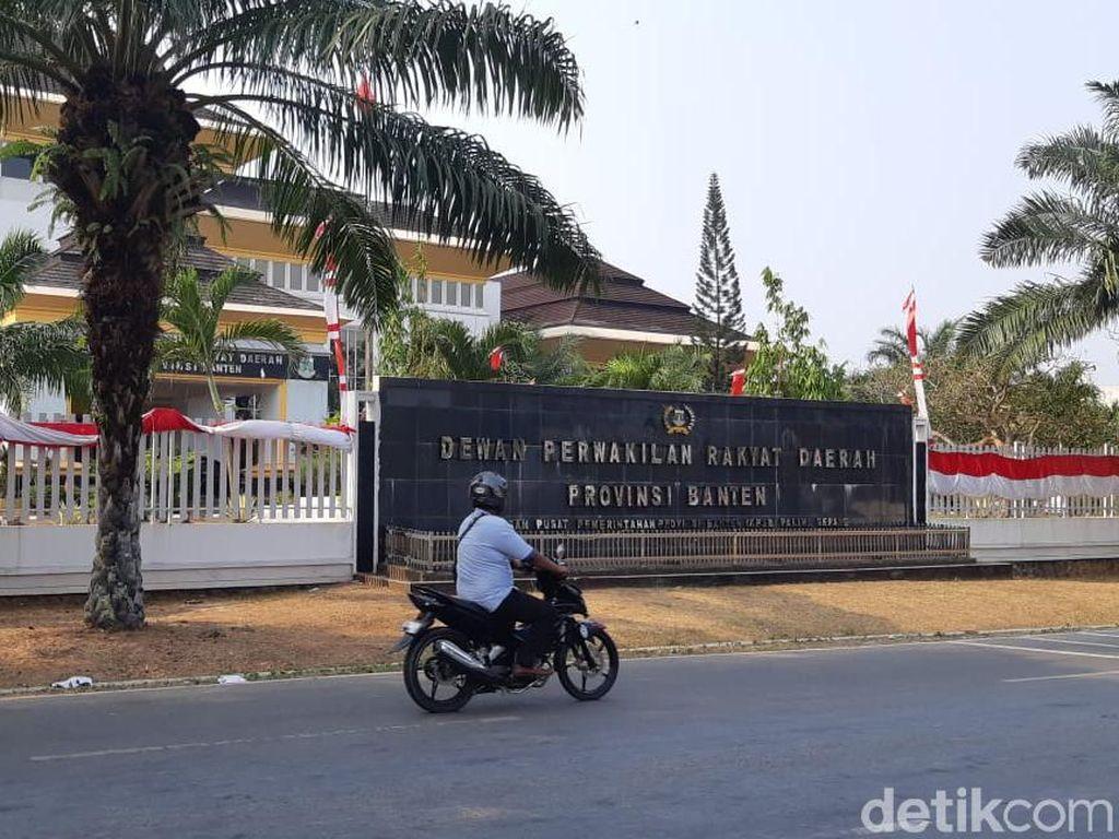 Sekwan Sebut Pengadaan Mobil Mewah Pimpinan DPRD Banten Dibatalkan