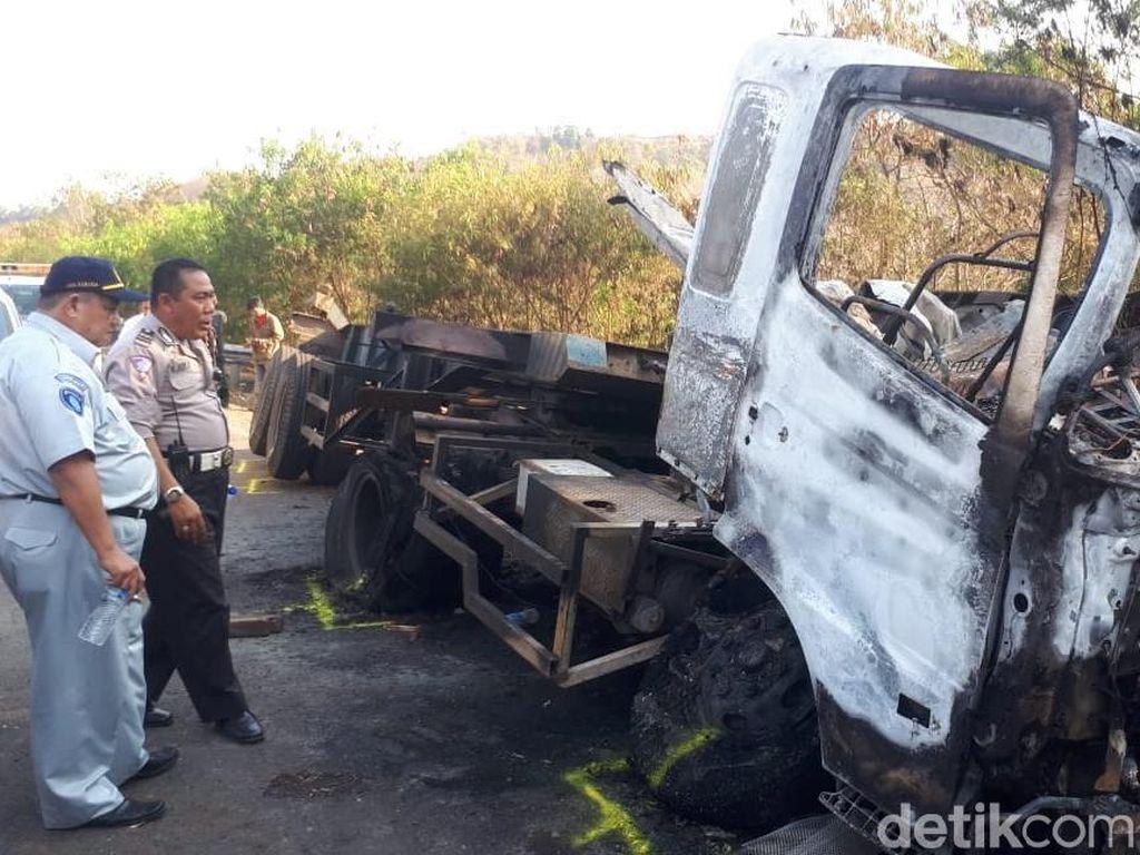 Detik-detik Lima Kendaraan Alami Kecelakaan Beruntun di Cipularang