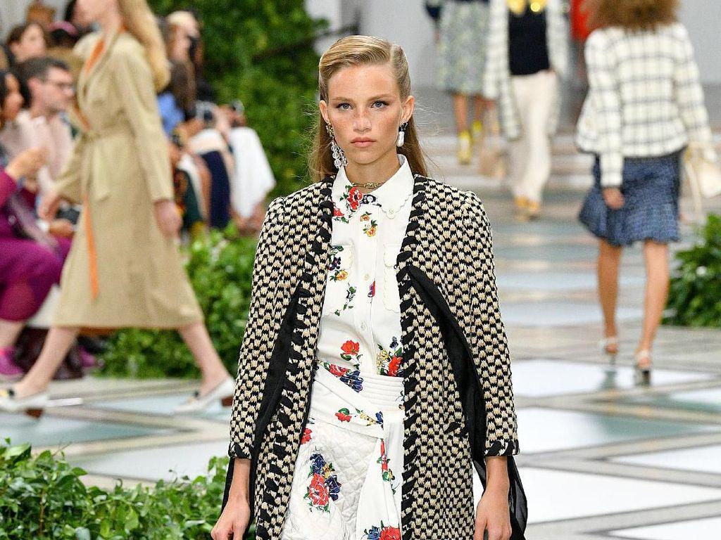 15 Koleksi Tory Burch di New York Fashion Week yang Terinspirasi Putri Diana