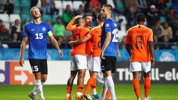 Belanda menggulung tuan rumah Estonia 4-0 di Kualifikasi Piala Eropa 2022. (Foto: Ints Kalnins / Reuters)