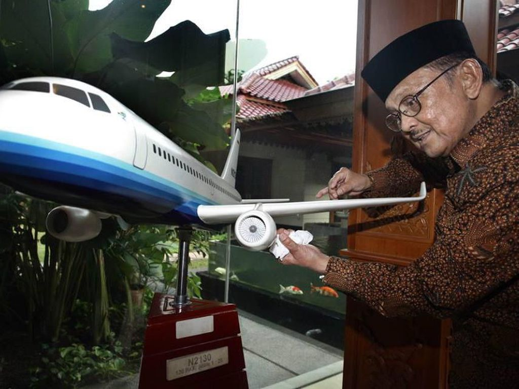 Habibie Tutup Usia, Tontowi Ahmad : Safe Flight to Heaven, Pak
