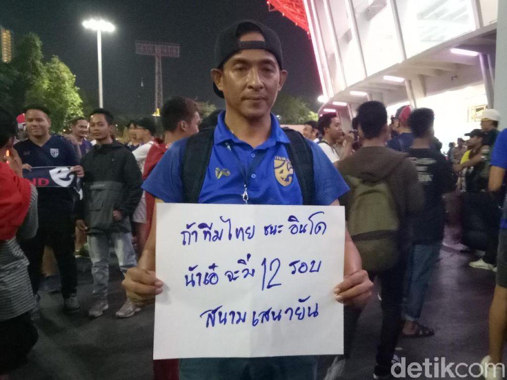 Thailand Benamkan Indonesia, Suporter Ini Lari Keliling GBK 12 Kali