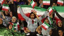 Diadili karena Nonton Bola, Perempuan Iran Tewas Bakar Diri