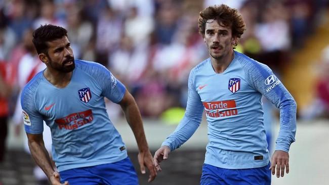 Diego Costa menilai keputusan Antoine Griezmann bergabung Barcelona wajar. Foto: Oscar del Pozo / AFP