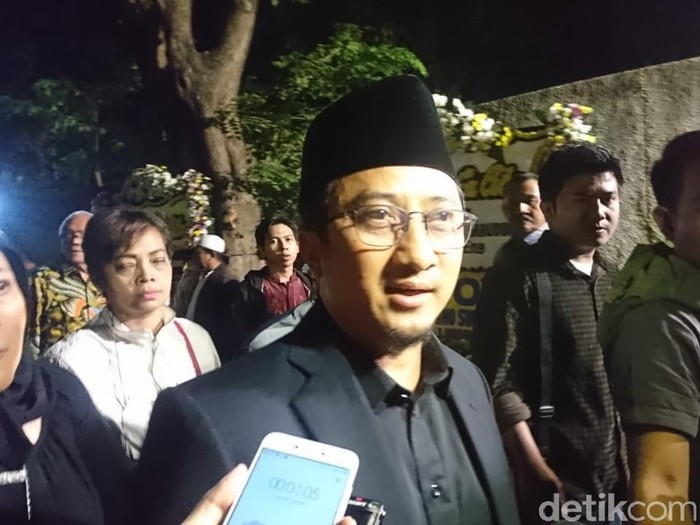 Ustaz Yusuf Mansur usai melayat di rumah duka BJ Habibie.