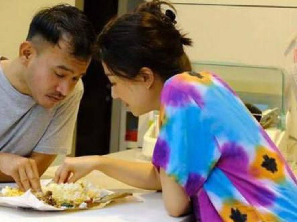 Sukses Jadi Bintang dan Tajir, 5 Artis Ini Tetap Hobi Makan Pakai Tangan