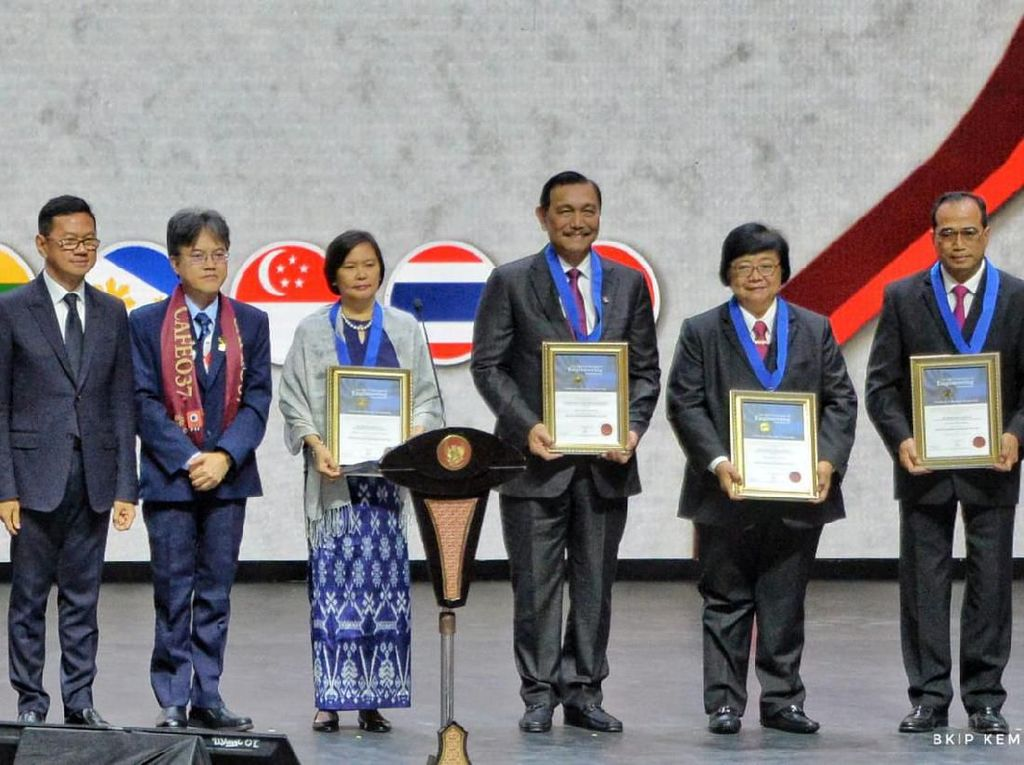 Luhut hingga Budi Karya Juga Dapat Kado dari Insinyur se-ASEAN