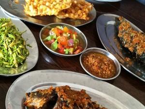 Mari Makan Kenyang Ikan Tude dan Woku Balanga di Sini!