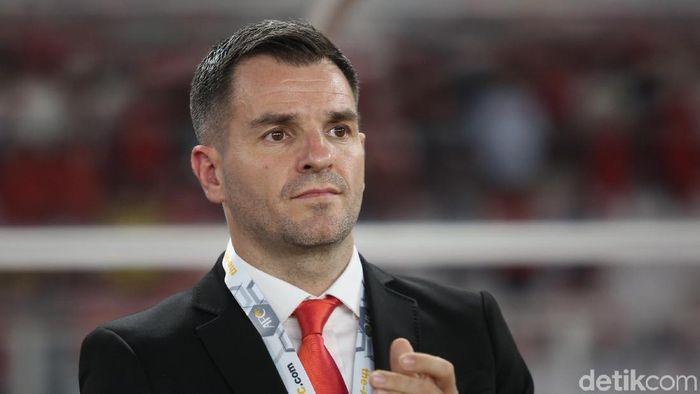 Simon McMenemy menyatakan masih pantas melatih timnas Indonesia. Foto: Agung Pambudhy