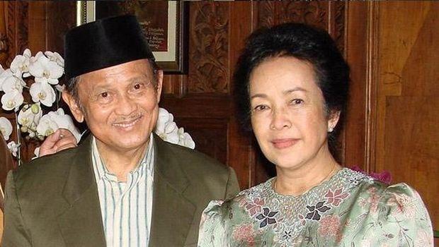 Presiden RI ke-3 BJ Habibie hembuskan nafas terakhir di RSPAD Gatot Soebroto. Pria yang dikenal dengan kesetiaannya pada sang istri ini wafat di usia 83 tahun.