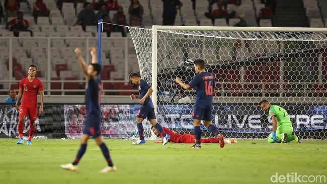 Thailand hanya membawa satu striker melawan Indonesia. Foto: Agung Pambudhy