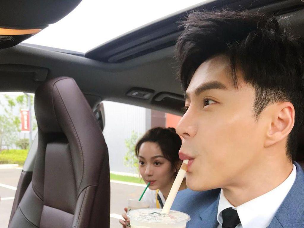 Kebanyakan Minum Bubble Tea, Kulit Aktor Singapura Ini Jadi Kendur