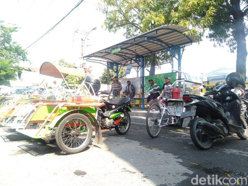 Sopir Taksi Online Laporkan Pemukulan Tukang Becak Stasiun Mojokerto