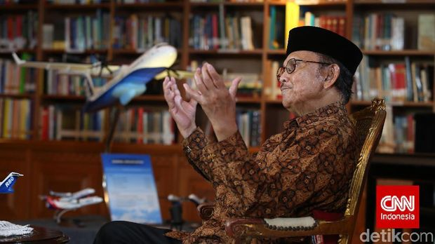 Presiden Republik Indonesia ke3, BJ Habibie di kediaman kawasan Patra Kuningan, Jakarta, Senin, 27 April 2015. CNN IndonesiaSafir Makki