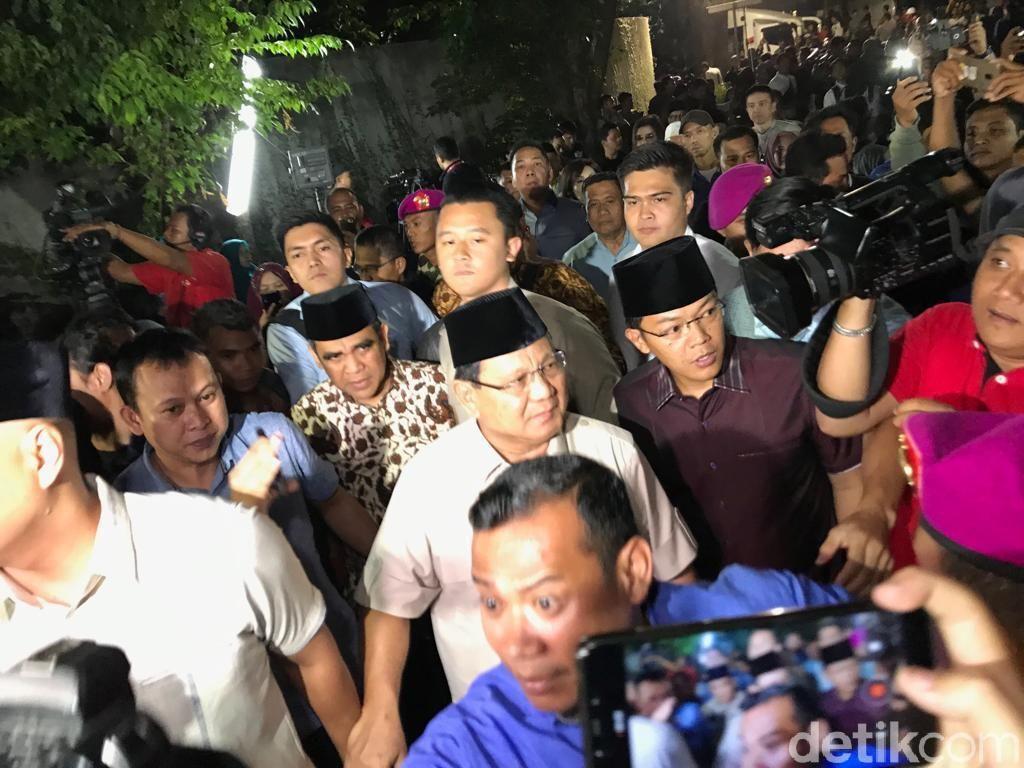 Melayat ke Rumah Duka, Prabowo Kenang Pertemuan Terakhir dengan Habibie