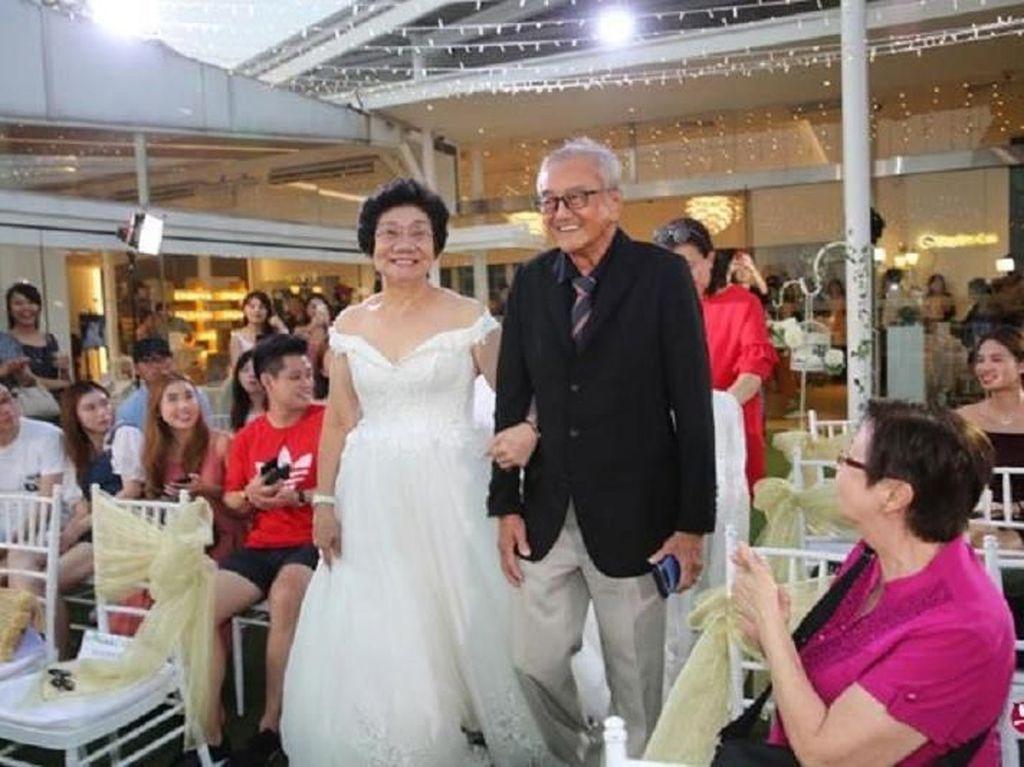 Momen Manis Saat Cucu Siapkan Pesta Nikah untuk Kakek-neneknya Ini Viral