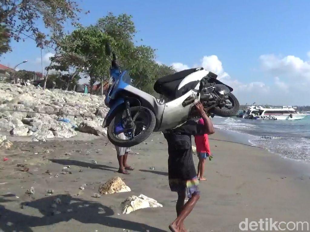Mengenal Nyoman Kalor Samson Pemanggul Motor di Pantai Sanur