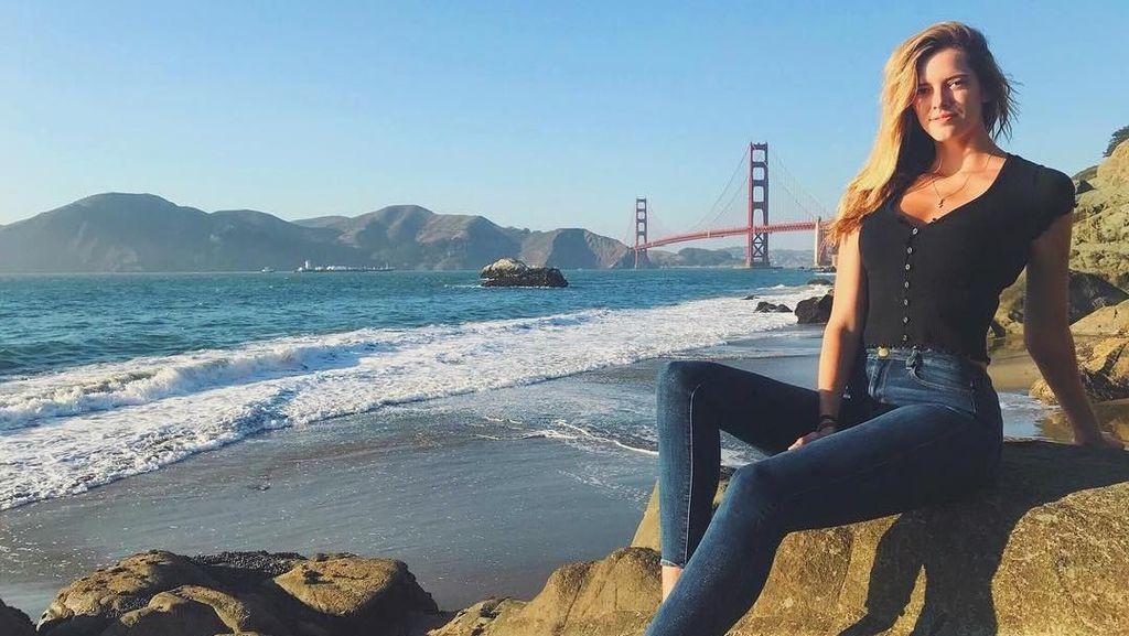 Foto: Liburannya Model Cantik dengan Kaki Terpanjang
