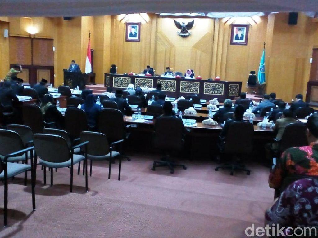 Ketua DPRD Surabaya Definitif dan 3 Wakilnya Ditetapkan