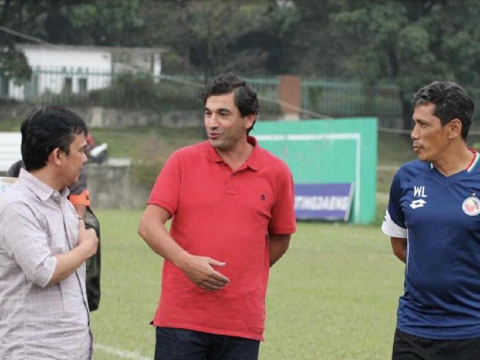Pelatih Semen Padang, Eduardo Almeda, menilai laga dengan Persipura Jayapura akan berjalan berat. (Foto: Jeka Kampai/detikcom)