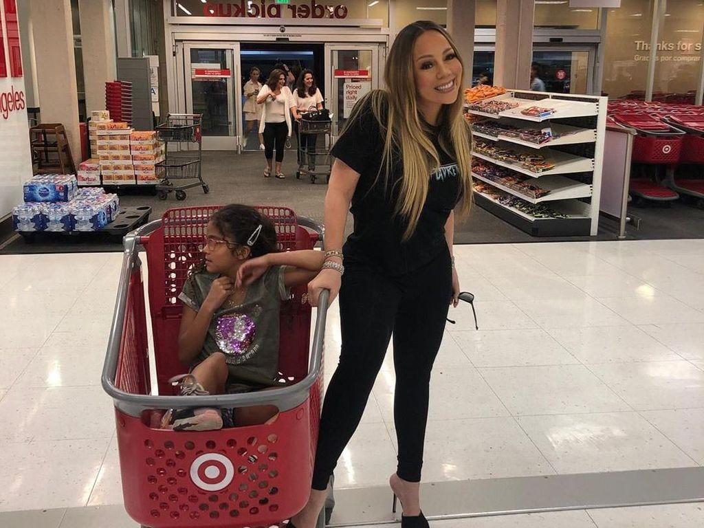 Ibunya Tajir Melintir, Anak Mariah Carey Pilih Shopping di Tempat Tak Terduga