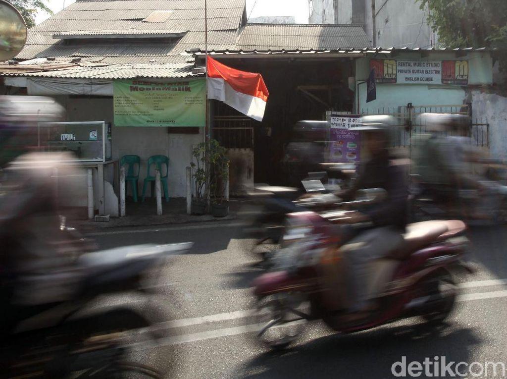 Bendera Merah Putih Setengah Tiang Berkibar Hormati Habibie