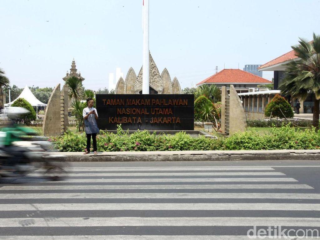 Dihadiri Gatot Nurmantyo, Tabur Bunga di TMP Kalibata Diwarnai Kericuhan