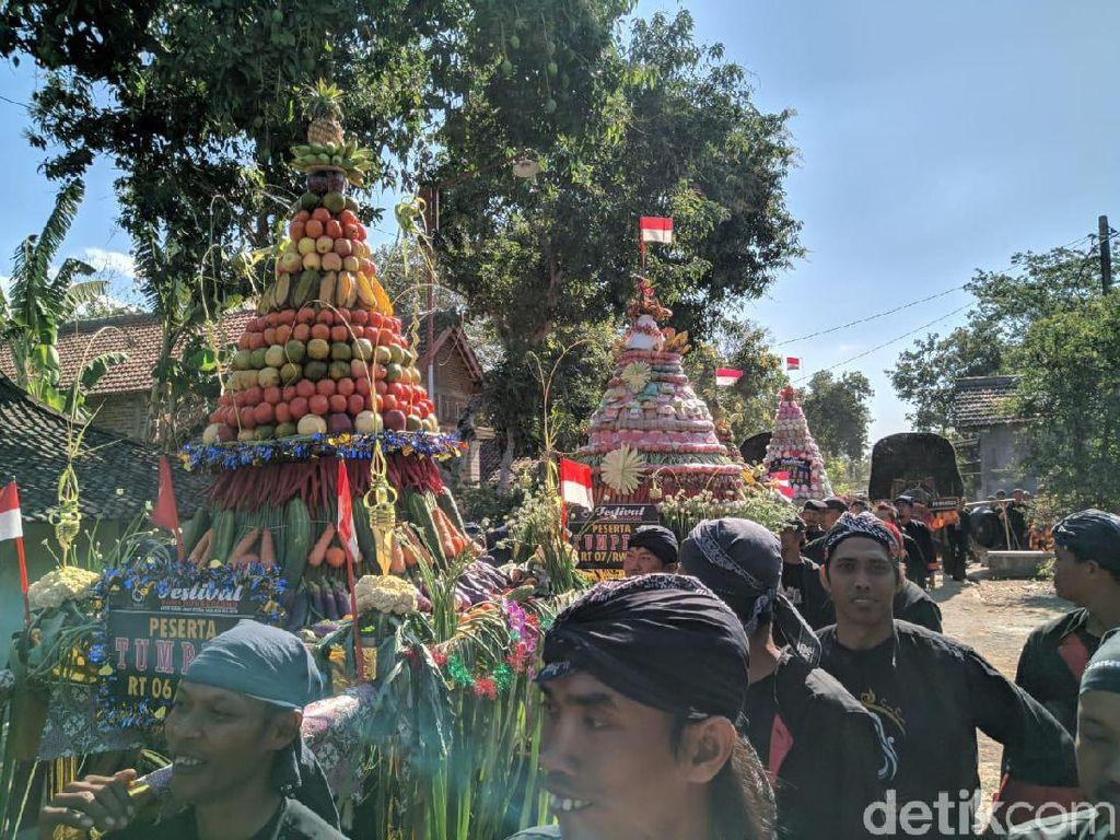 579 Tumpeng dan Getuk Dikirab dalam Festival Golan di Ponorogo