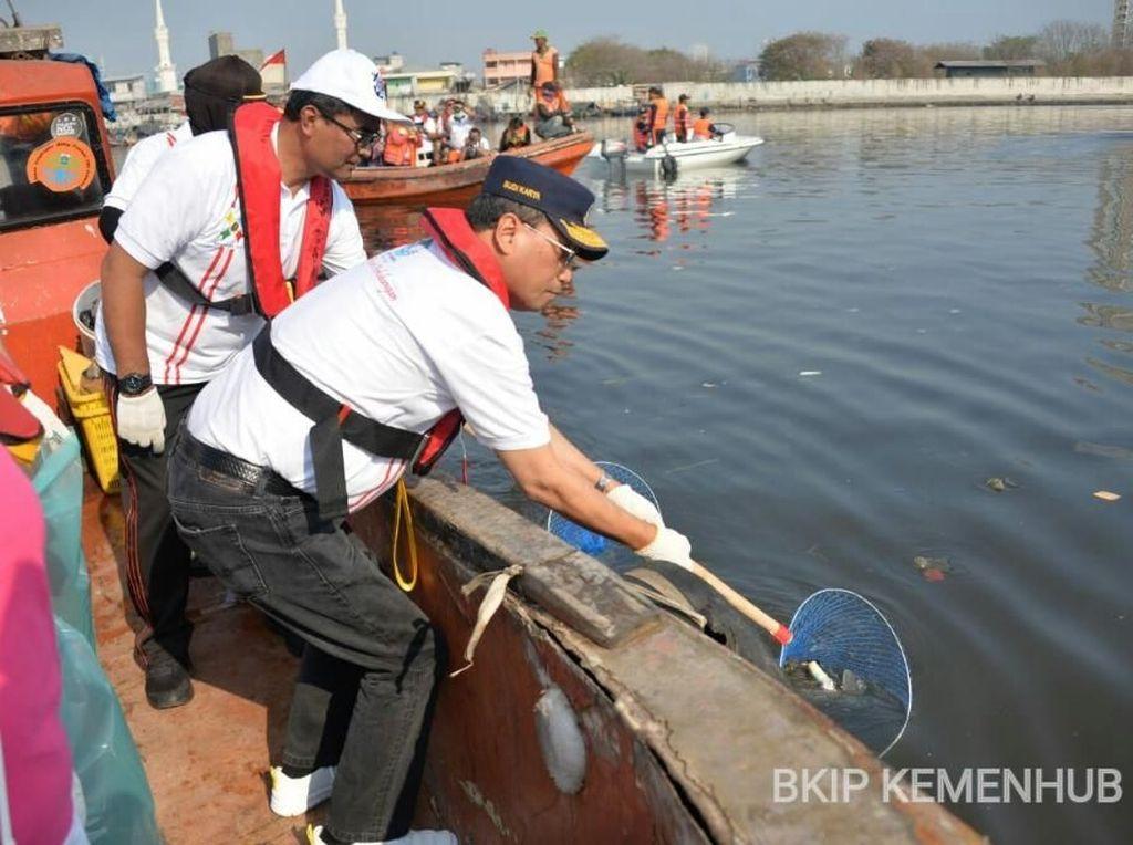 Cara Menhub Kurangi Pencemaran Laut dari Sampah Plastik