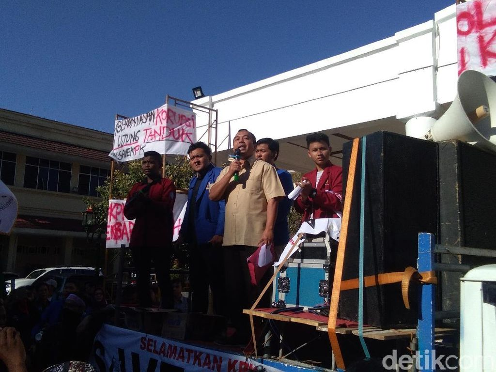 Wakil Ketua DPRD DIY: Pak Jokowi, Batalkan Revisi UU KPK!