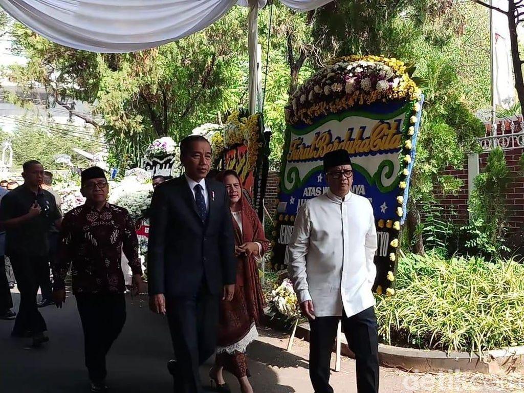 Jokowi dan Iriana Tiba di Rumah Duka BJ Habibie