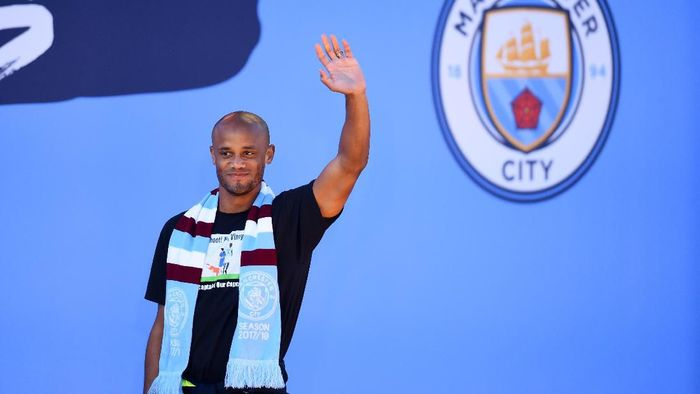 MANCHESTER, ENGLAND - MAY 20: Vincent Kompany of Manchester City acknowledges fans during the Manchester City Teams Celebration Parade on May 20, 2019 in Manchester, England. (Photo by Nathan Stirk/Getty Images)