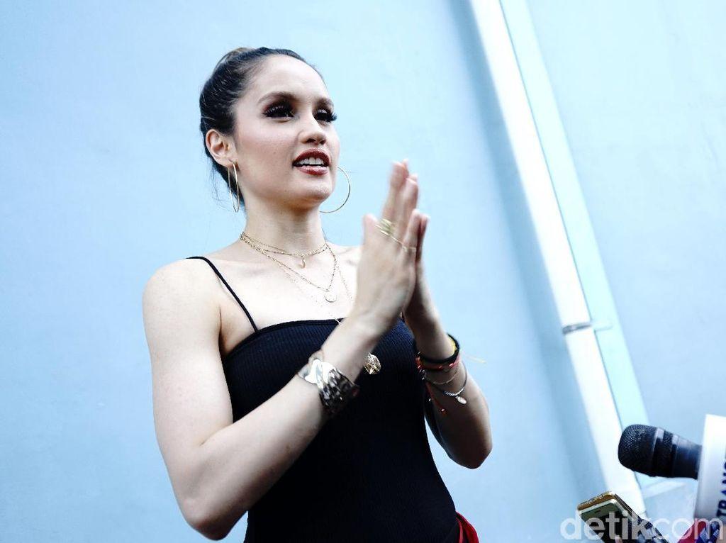 Cinta Laura Ikut Bersuara soal Heboh Darah Indonesia Agnez Mo