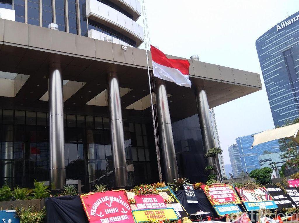 Kibarkan Bendera Setengah Tiang, KPK Kenang Jasa Habibie Berantas Korupsi