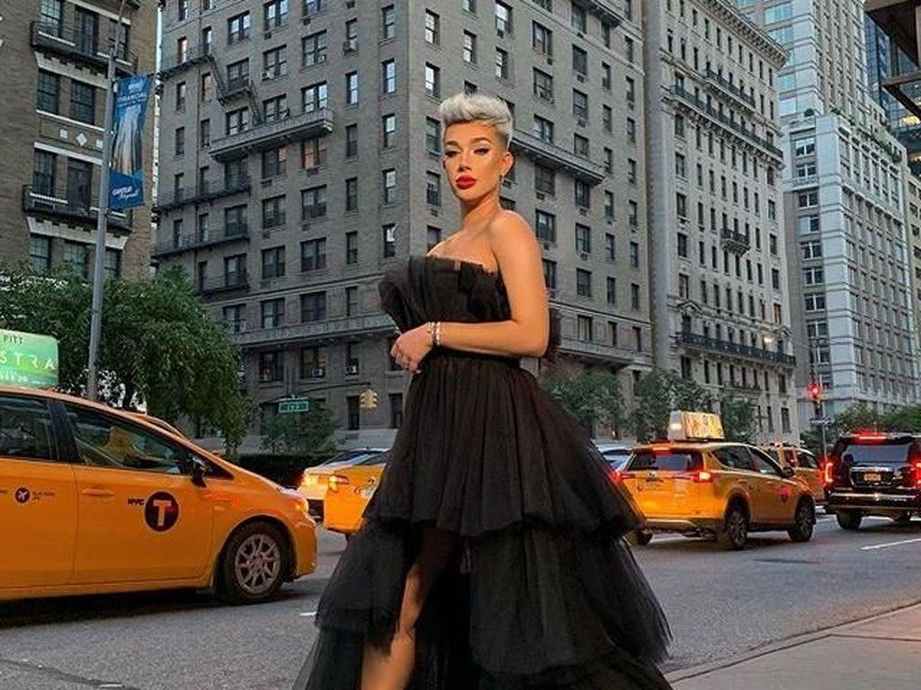 Youtuber James Charles Dikritik Pakai Gaun Wanita di New York Fashion Week