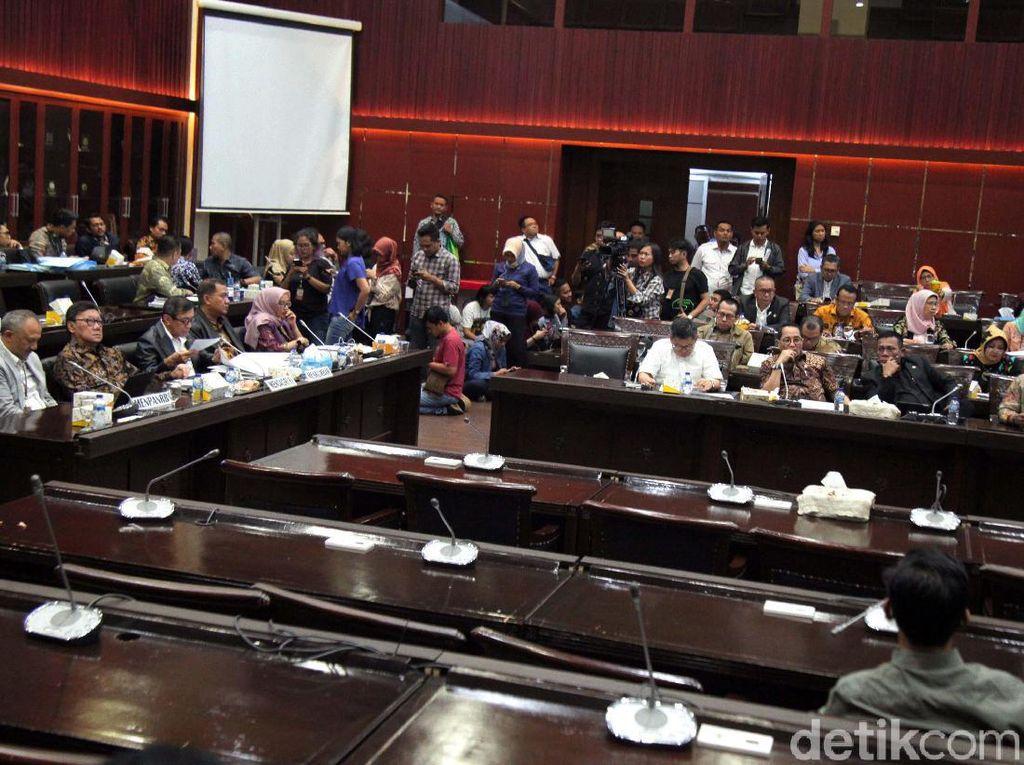 Usai Rapat Malam-malam, Hari Ini DPR-Pemerintah Kembali Bahas Revisi UU KPK