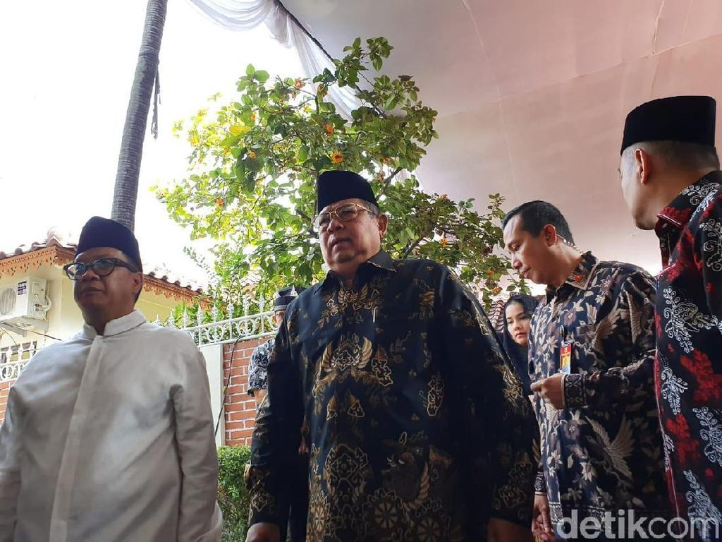 SBY: Keluarga Kami dan Keluarga Habibie Makin Dekat Usai Ainun-Ani Berpulang