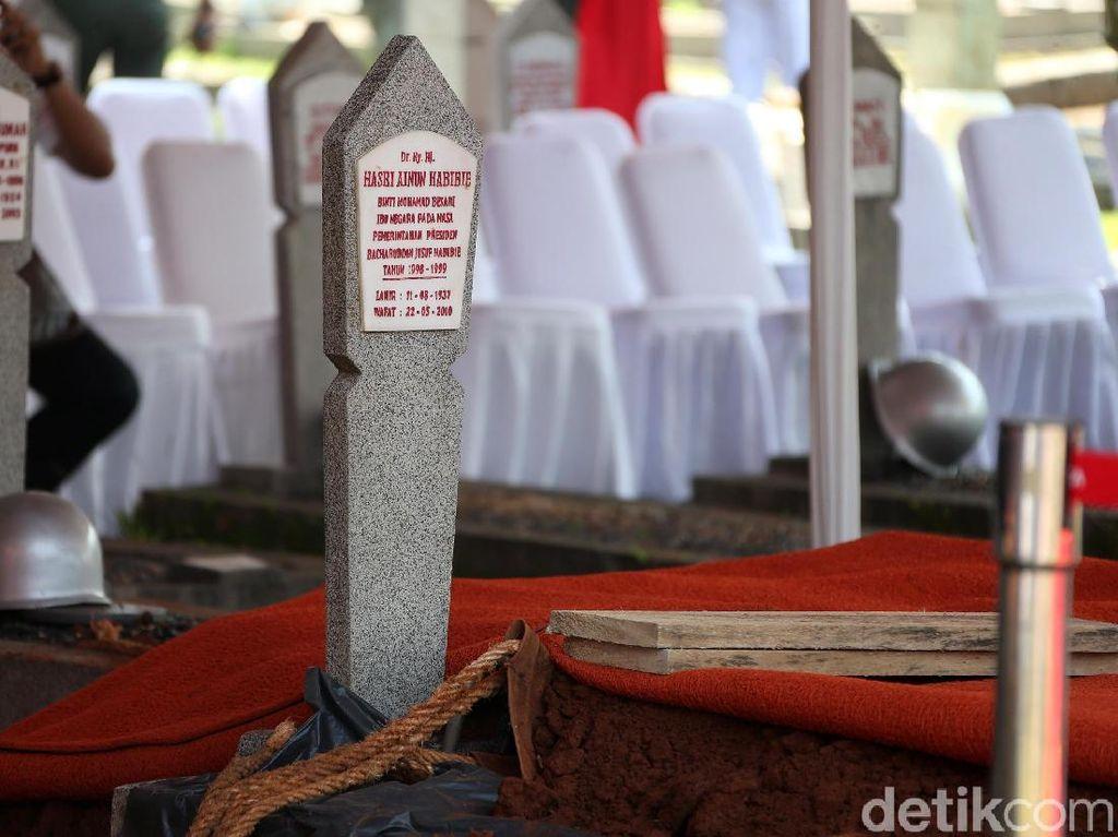 Jokowi Bakal Pimpin Upacara Militer Untuk BJ Habibie