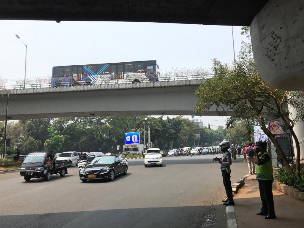 Polisi Buka-Tutup Lalin di Simpang Pancoran Jelang Pemakaman BJ Habibie