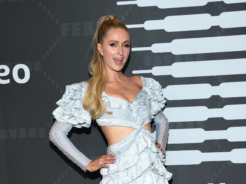 Belum Pernah Menikah, Paris Hilton Jalani Program Bayi Tabung