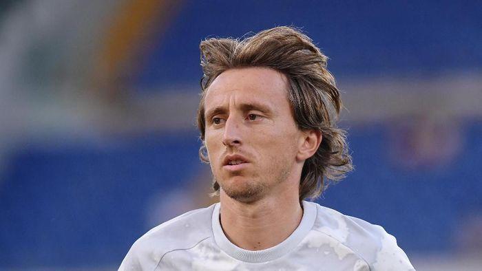 Luka Modric absen beberapa pekan karena cedera paha (Alberto Lingria/REUTERS)