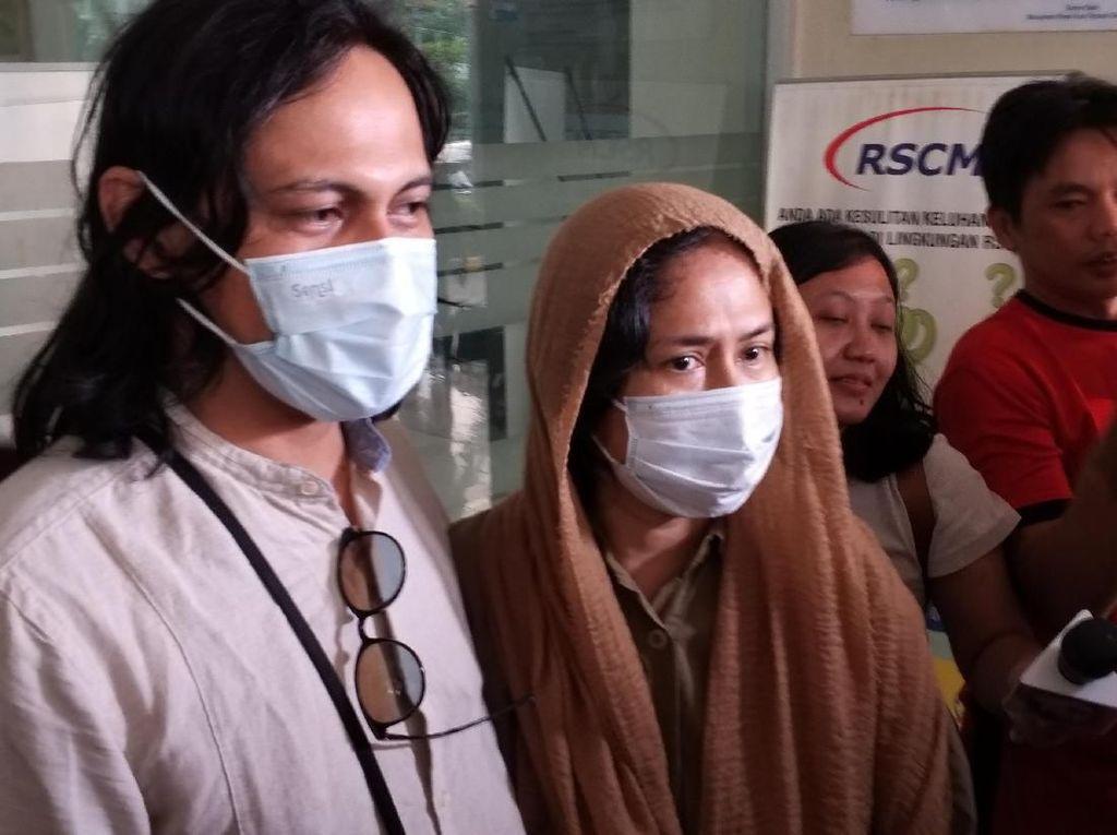 Ria Irawan Tahan Haru Suami Jelaskan Penyakit Kankernya