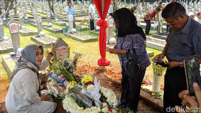 Berita Habis Ramai Selfie di Makam Habibie, Terbitlah Imbauan Senin 1 Juni 2020