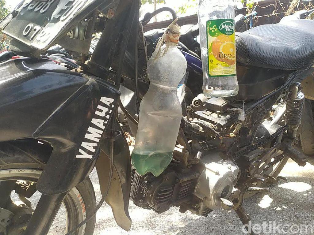 Bahaya! Tangki Bensin Motor Tukang Cilok di Garut Cuma Pakai Botol