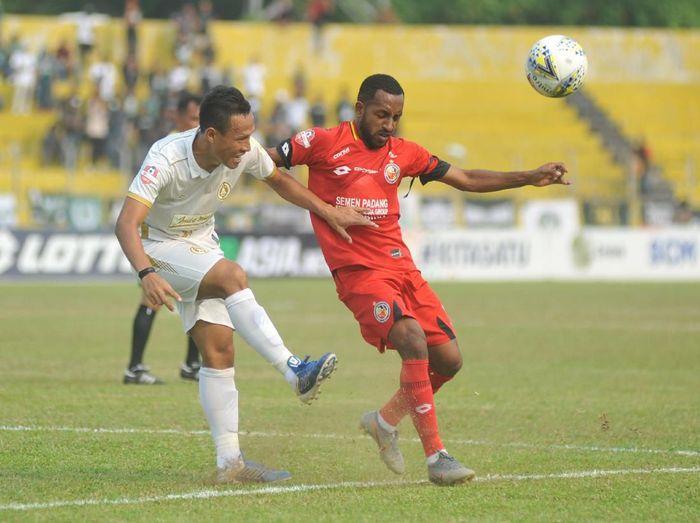 Semen Padang takluk 0-1 dari PSS Sleman di lanjutan Liga 1. (Foto: Iggoy el Fitra/Antara Foto)